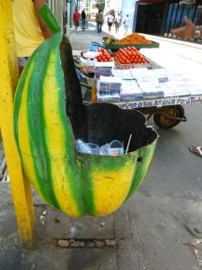 Las canecas en Ilhéus tienen forma de cacao. La ciudad fue un importante centro de comercio de esta fruta en los siglos 19 y 20. Foto: Juan Uribe