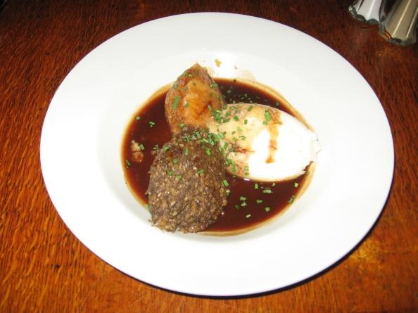 El haggis es el plato típico de Escocia. Se trata de las asaduras de la oveja: pulmón, corazón e hígado picados, cocinados con avena, cebolla, sal, pimienta negra y otras especias en el mismo estómago de la víctima. Foto: Juan Uribe