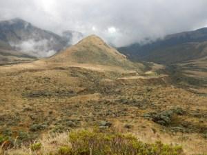 El paisaje cambia constantemente en el camino hacia el volcán Azufral. Foto: Juan Uribe