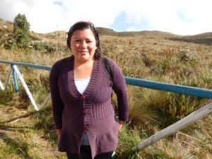 Narcisa Muriel guía a los viajeros hasta el volcán Azufral. La caminata dura cerca de dos horas. Foto: Juan Uribe