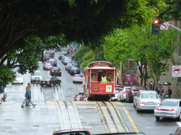 Al salir del barrio chino vi el tranvía en la calle Powell. Foto: Juan Uribe
