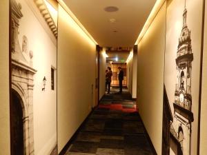 Las fotografías que Stephan Riedel ha tomado en varios sitios de Colombia son el eje de la decoración del EK Hotel, en el norte de Bogotá. Foto: Juan Uribe