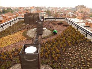 Gracias al jardín de la terraza del EK Hotel, los extractores succionan el aire fresco y limpio  y lo ponen a circular por los pasillos. Así se reduce el uso de aire acondicionado en el hotel. Foto: Juan Uribe