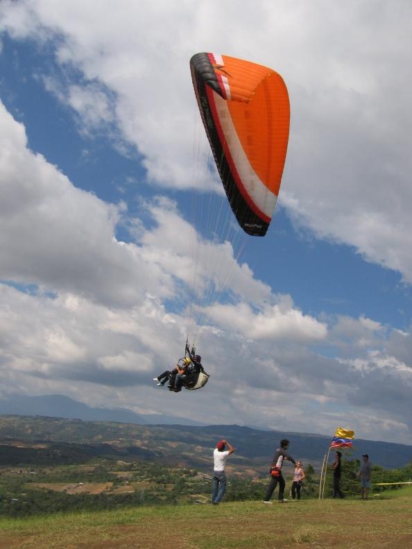 Las comunidades locales se vinculan con el turismo de aventura. De esta manera se generan empleo y desarrollo económico. Foto: Juan Uribe