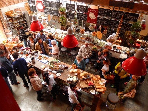 Productores de alimentos orgánicos se reúnen el primer sábado de cada mes en Abasto Bodega, en Usaquén, en el norte de Bogotá. Foto: Juan Uribe